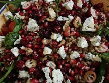 """Veselīgo speltas kviešu salāti """"izsmalcināto gardēžu gaumē"""""""